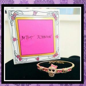 NIB BETSEY JOHNSON Pink Skull Bow Bangle Bracelet